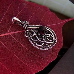 srebro,wire-wrapping,oksydowane,granat,ciemne - Wisiory - Biżuteria